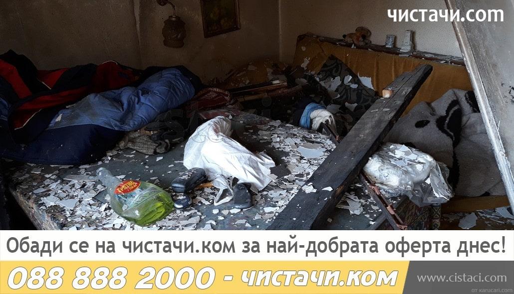 Извозване на обгорели мебели след смърт