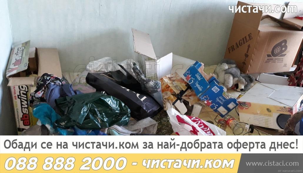 Опразва клошарски къщи и извозва боклука