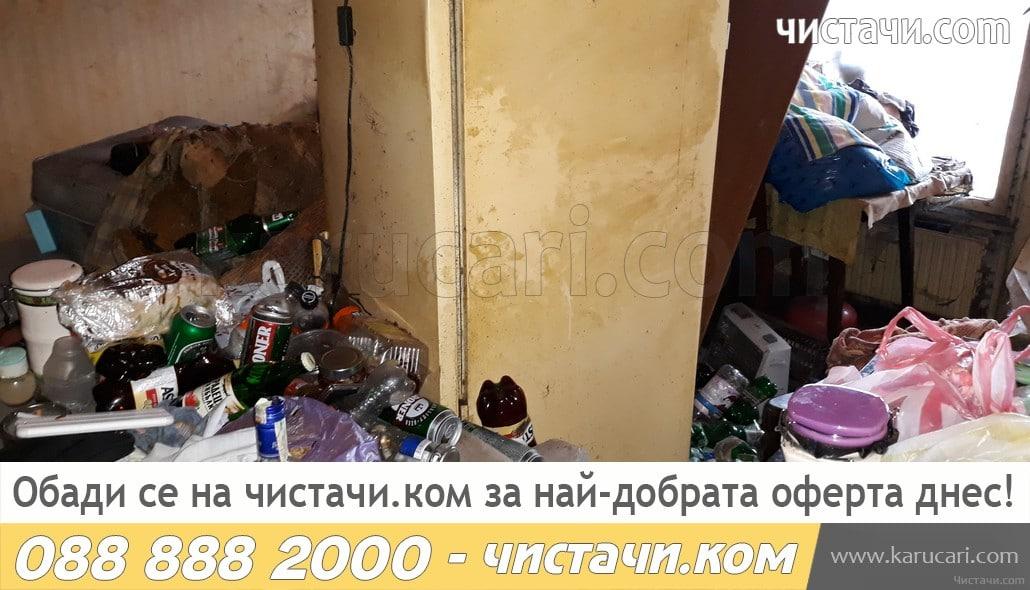 Извозване на боклук от мръсен апартамент